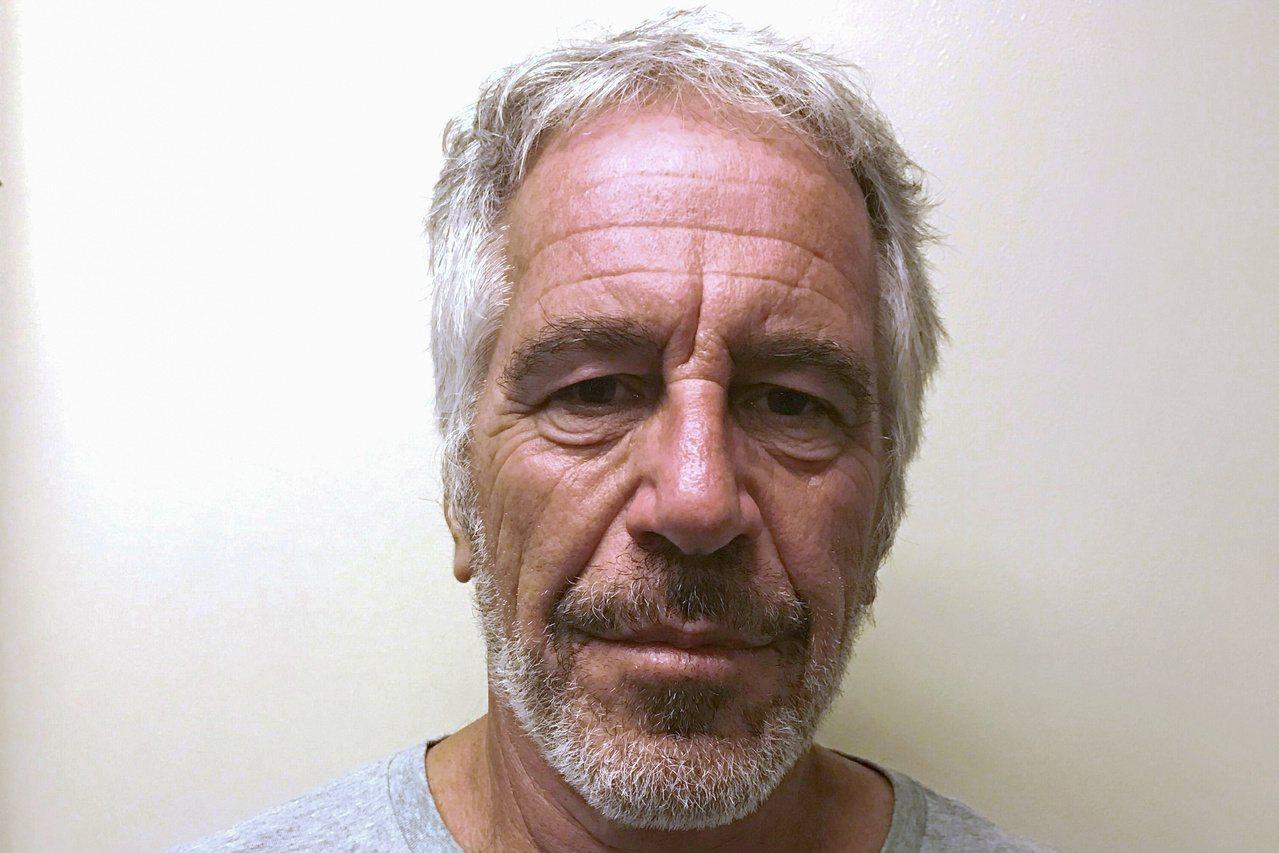 涉嫌仲介賣淫的艾普斯坦10日在獄中上吊身亡。路透