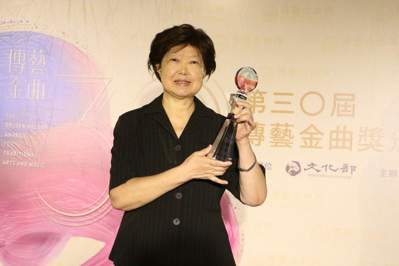 戲曲學者王安祈獲傳藝金曲獎得別獎。圖/傳藝金曲獎提供