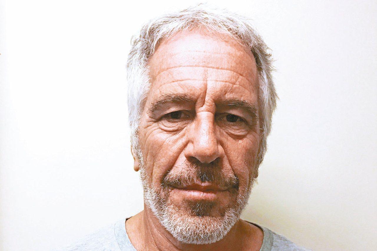 涉嫌仲介賣淫且牽涉到未成年少女的艾普斯坦,在紐約曼哈坦監獄上吊自殺。 (路透)