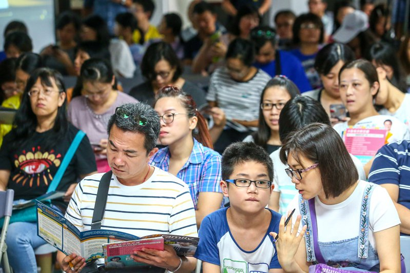 課綱座談會昨舉行,不少家長到場關心。記者王騰毅/攝影