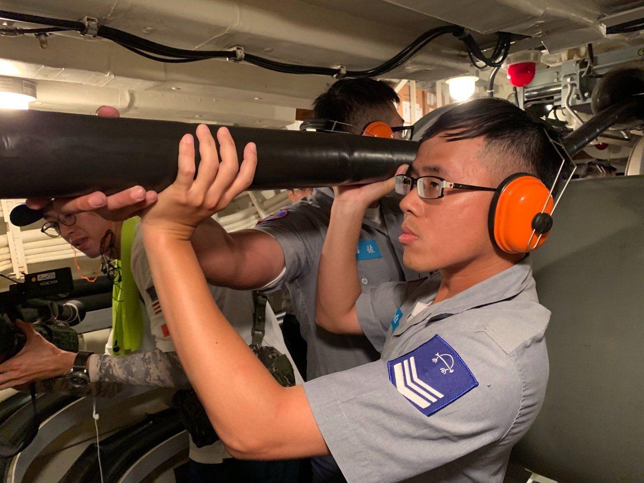 海軍自美接收兩艘原裝派里級巡防艦「銘傳」、「逢甲」,藉此首度獲得大洋反潛、偵蒐距...