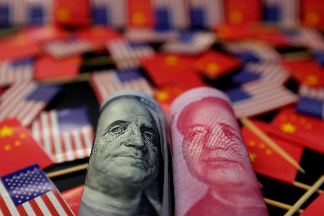中國信託銀行主管表示,人民幣貶破7,將延長美元強勢的時間與空間。 (路透)
