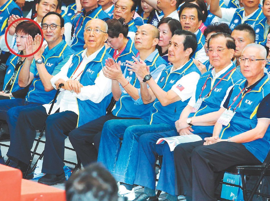 國民黨前主席洪秀柱(左上)有意在台南市參選立委,中央黨部和地方黨部說要評估。圖為...