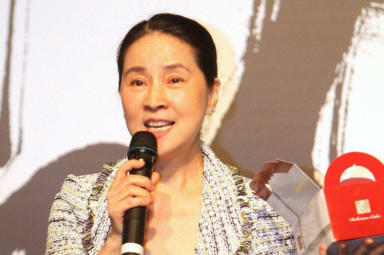 林鳳嬌與成龍結婚30幾年,曾經是影壇巨星的她,淡出演藝圈這麼多年來,專心相夫教子,近來有人爆料指出66歲的她,返台時喜歡買內衣,而且對某一品牌情有獨鐘,每次都會豪砸50萬消費。據《鏡週刊》報導,林鳳...