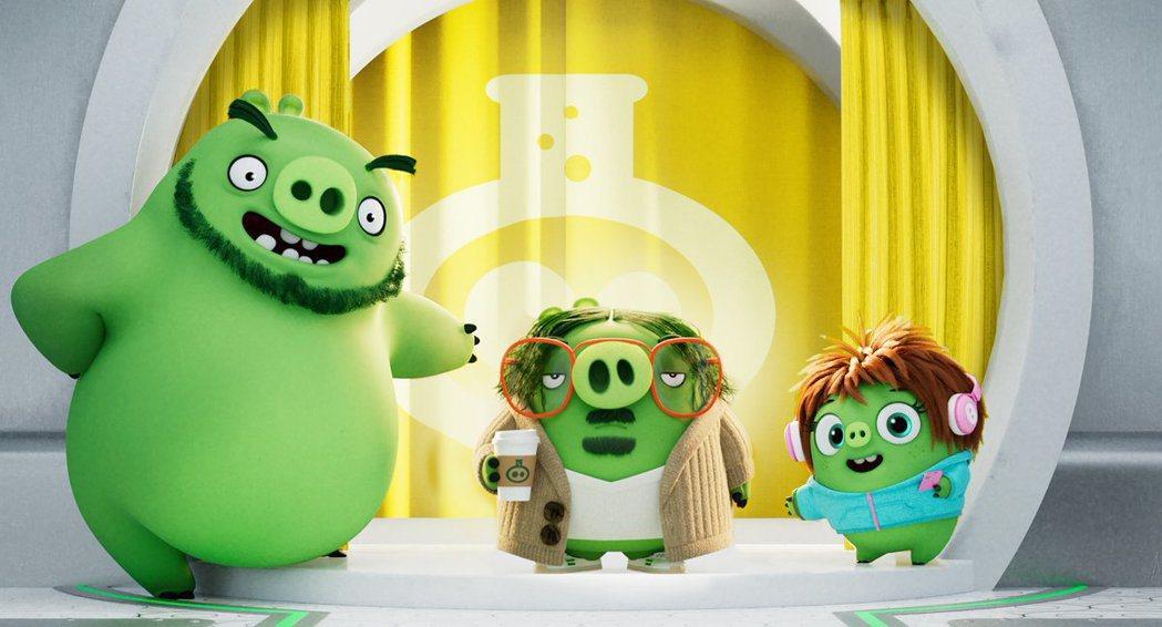 「憤怒鳥玩電影2:冰的啦!」中的聰明豬助理(右一)由暴紅亞裔女丑奧卡菲娜配音。圖