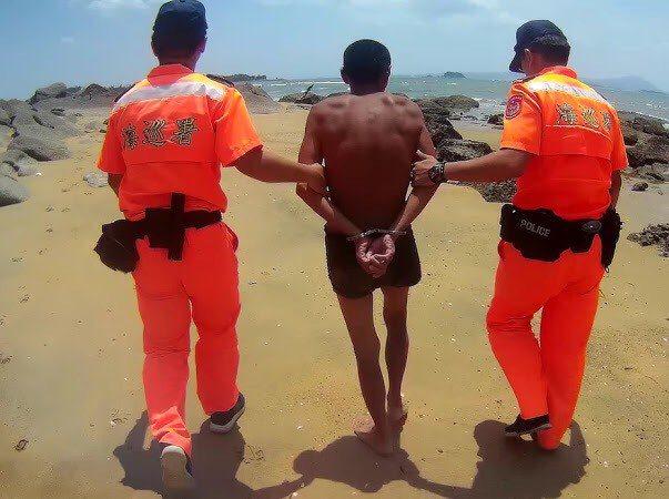 金門岸巡隊昨天中午查獲到一名從大陸非法入境的男子,目前已被移送金門地檢署偵辦。圖...