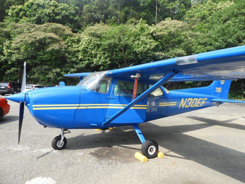 塞斯納172型天鷹(Cessna 172 Skyhawk)單引擎小型飛機,因不用收輪、價格便宜,常被做為訓練機使用。記者高宇震/攝影