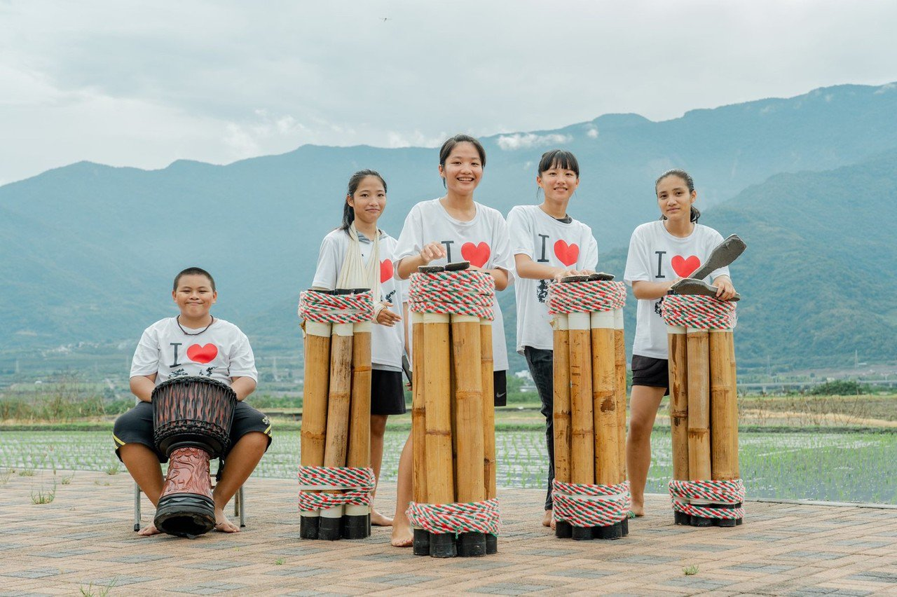 參與民眾可學習阿美族在過去婚禮中,報喜訊時使用的傳統樂器「旮亙 (Kakeng)...