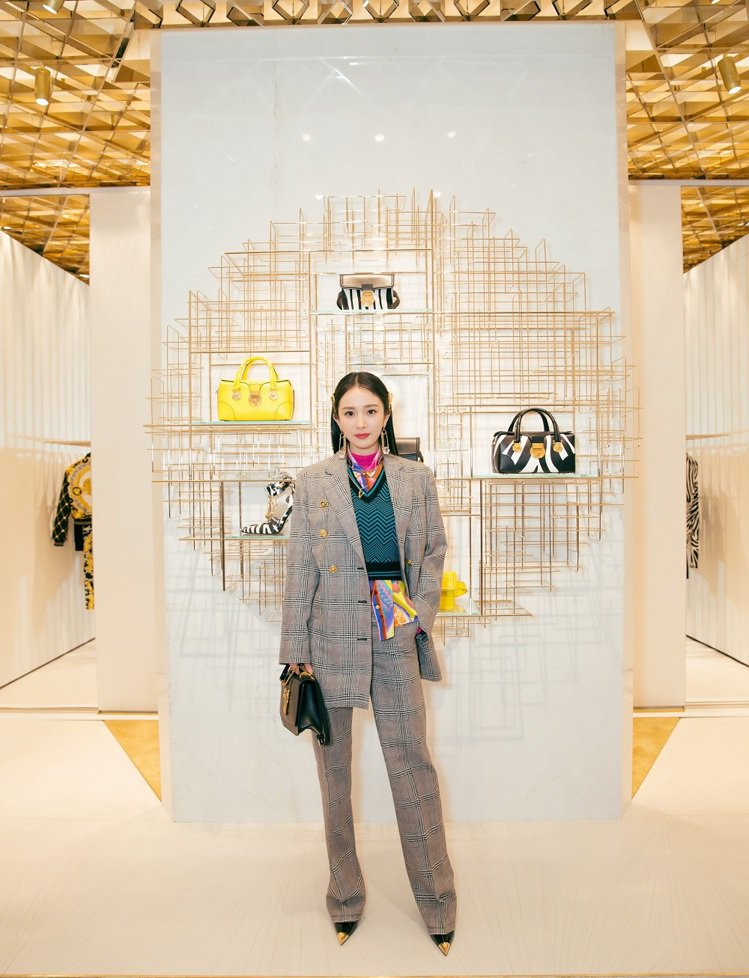 大陸也是VERSACE 30家新店拓點計畫重鎮,如日前盛大開幕的北京國貿商城全新...