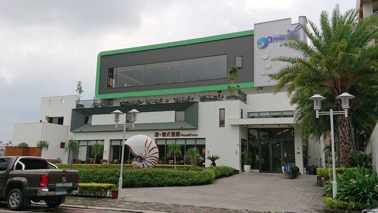 台中市西屯區一家室內潛水旅館今天中午傳出遊客潛水時昏迷的意外。記者陳宏睿/攝影