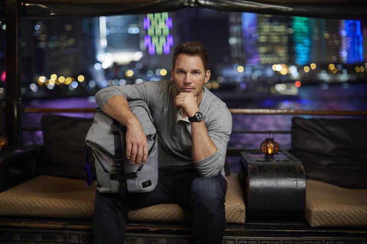 「星爵」克里斯普瑞特演繹了全新的Tahoe系列後背包,19,600元。圖/TUM...