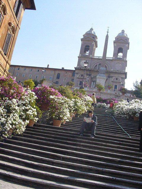 羅馬的知名景點西班牙階梯禁止坐下或吃東西、閒晃,違者最高可罰400歐元。圖/摘自...