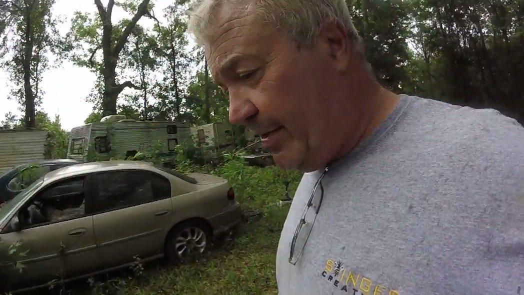 美國路易斯安那州除蟲專家維瑞特(Jude Verret),日前接到一起移除蜂巢的...