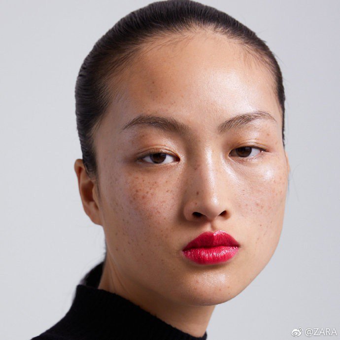 ZARA也因任用雀斑名模李靜雯拍攝無修片廣告被大陸網友指控醜化、種族歧視。圖/摘...