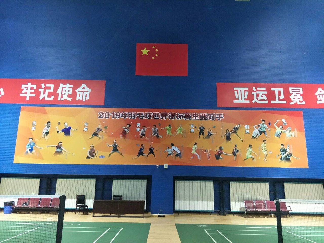大陸北京體育館羽球場貼上世錦賽主要對手。圖/讀者提供