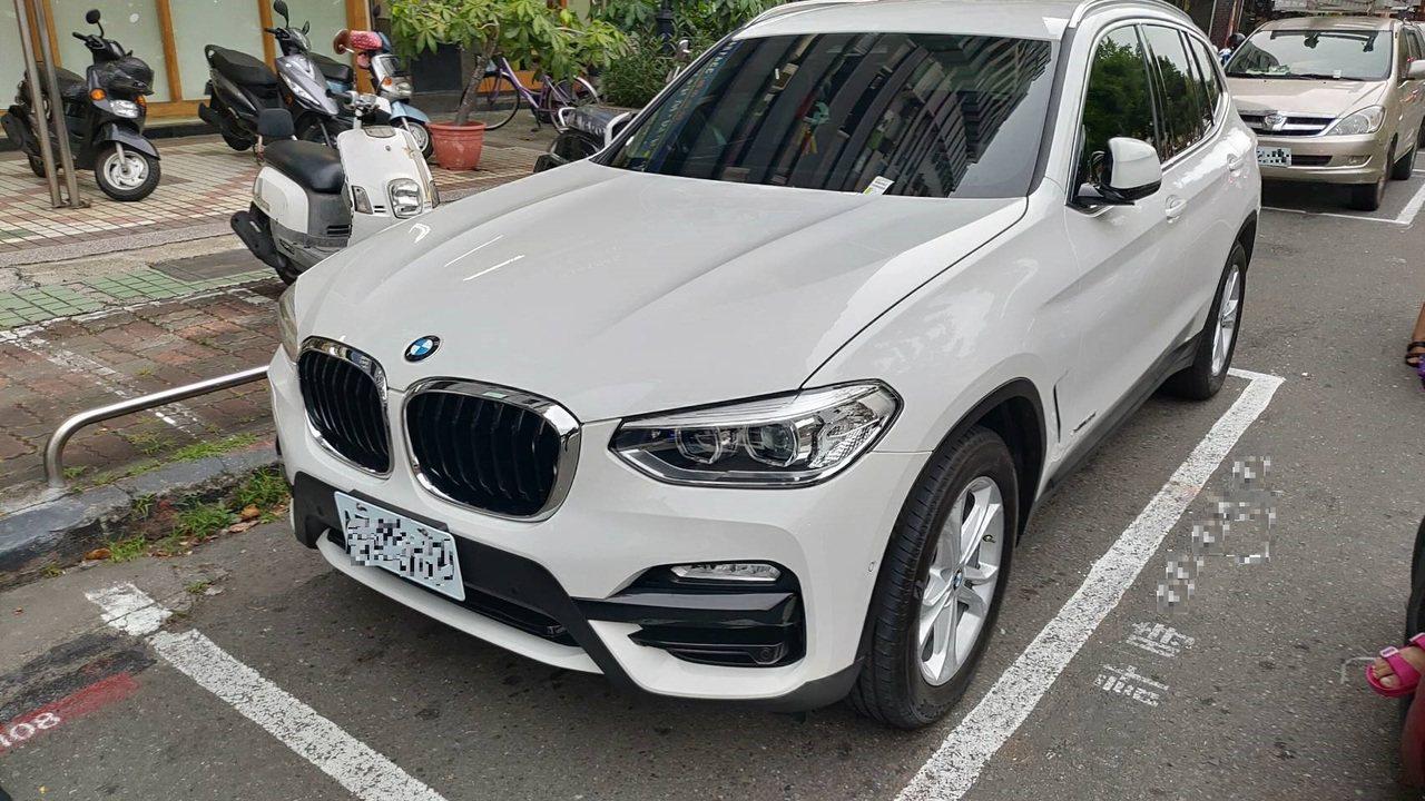 高雄莊姓婦人開著新買的BMW休旅車,不過吃完火鍋後,卻忘記休旅車停放位置,緊張之...