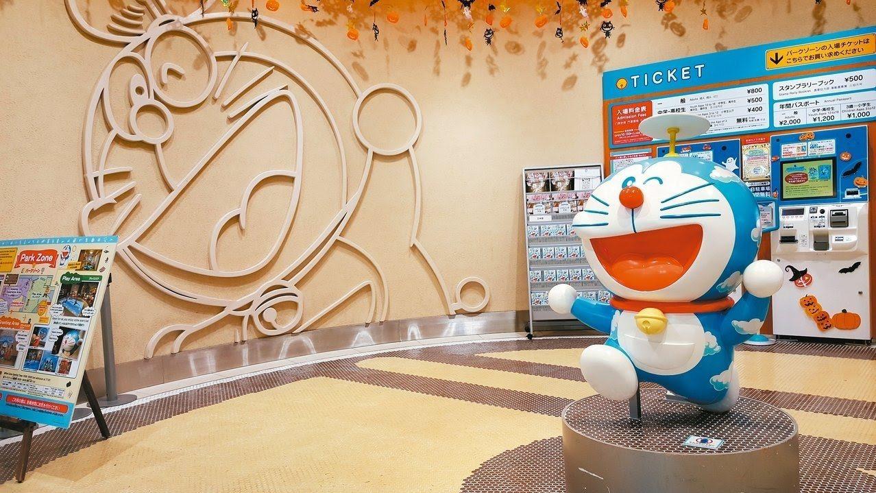 哆啦a夢空中樂園,乃是新千歲機場極具代表性的娛樂設施。記者陳睿中/攝影