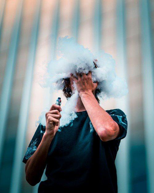 飯後一根菸,讓消化速度更減緩。圖/摘自 pexels (※ 提醒您:抽菸,有礙...