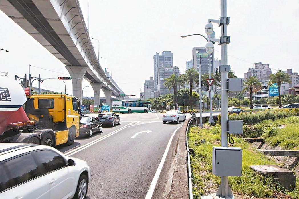 新北林口41A交流道、文化一路一段、龜山路口,新設8支監視器,8月15日起進行科...