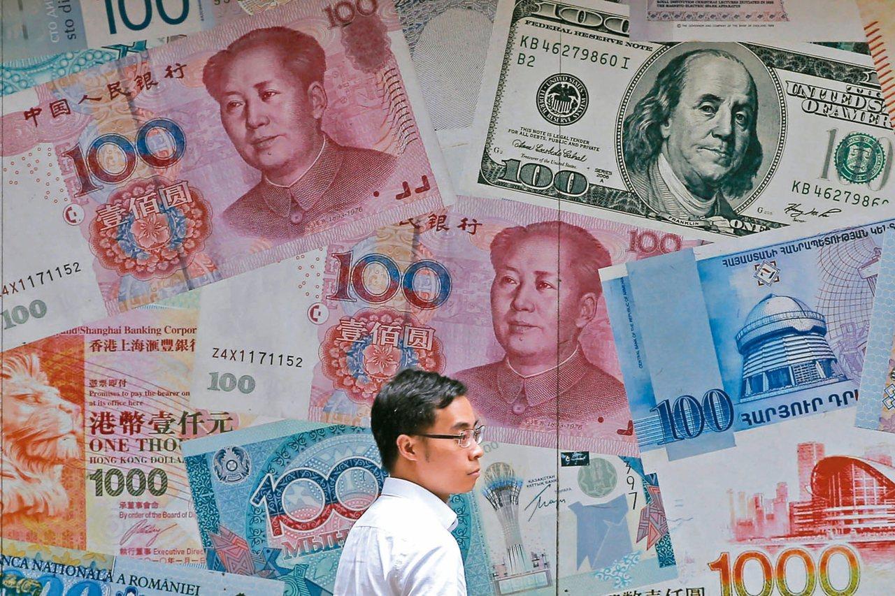 中央銀行今天公布7月底銀行人民幣存款餘額,回升至2653.25億元,結束連續3個...