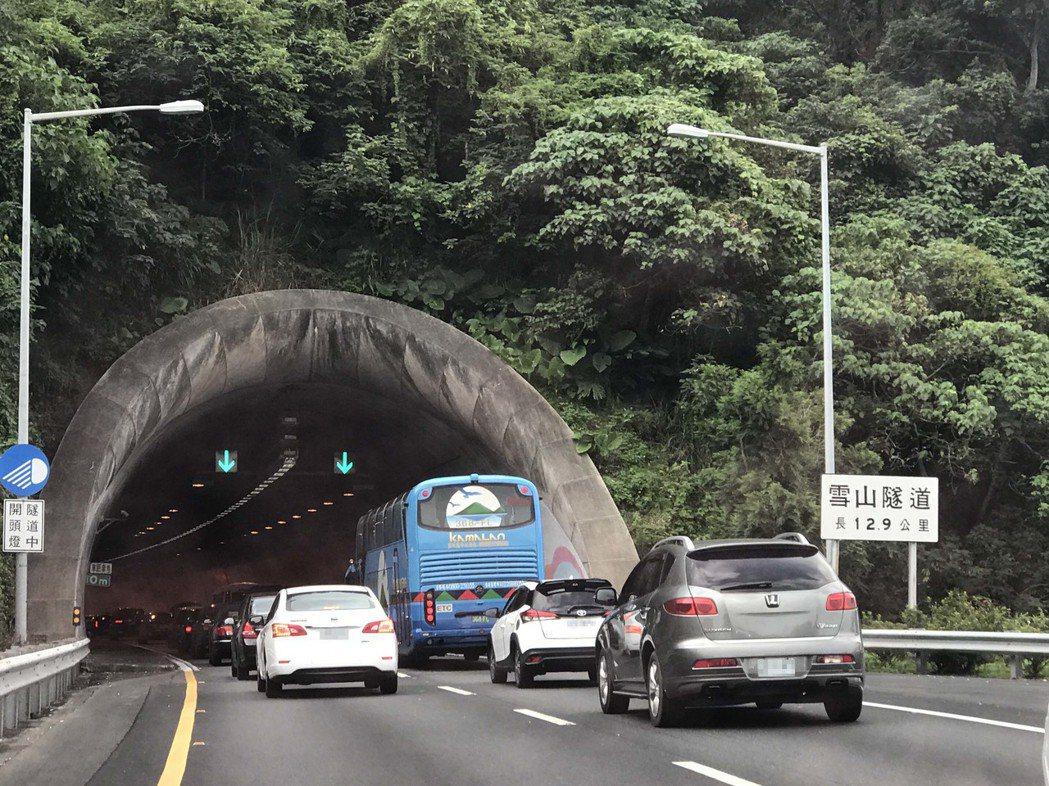 雪隧假日塞車成常態,暑假更塞。記者吳淑君/攝影