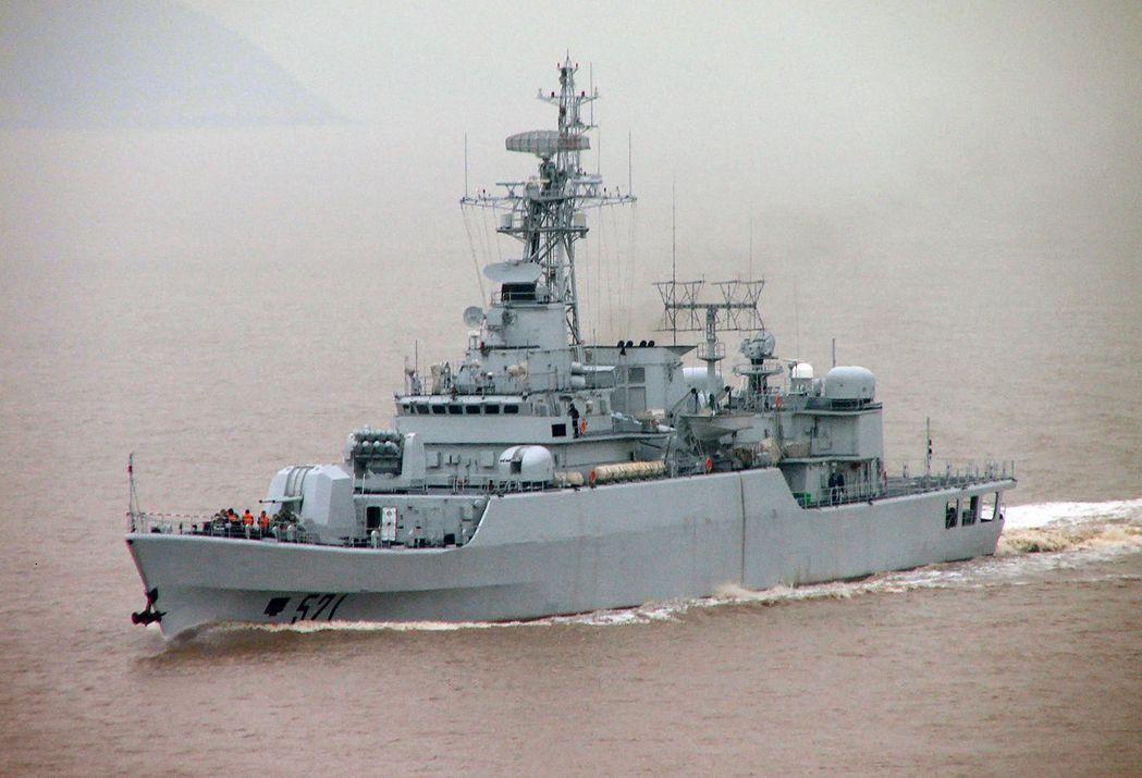 中共海軍053H3型「嘉興」號巡防艦,去年退役轉售孟加拉,同型艦仍在解放軍服役。...