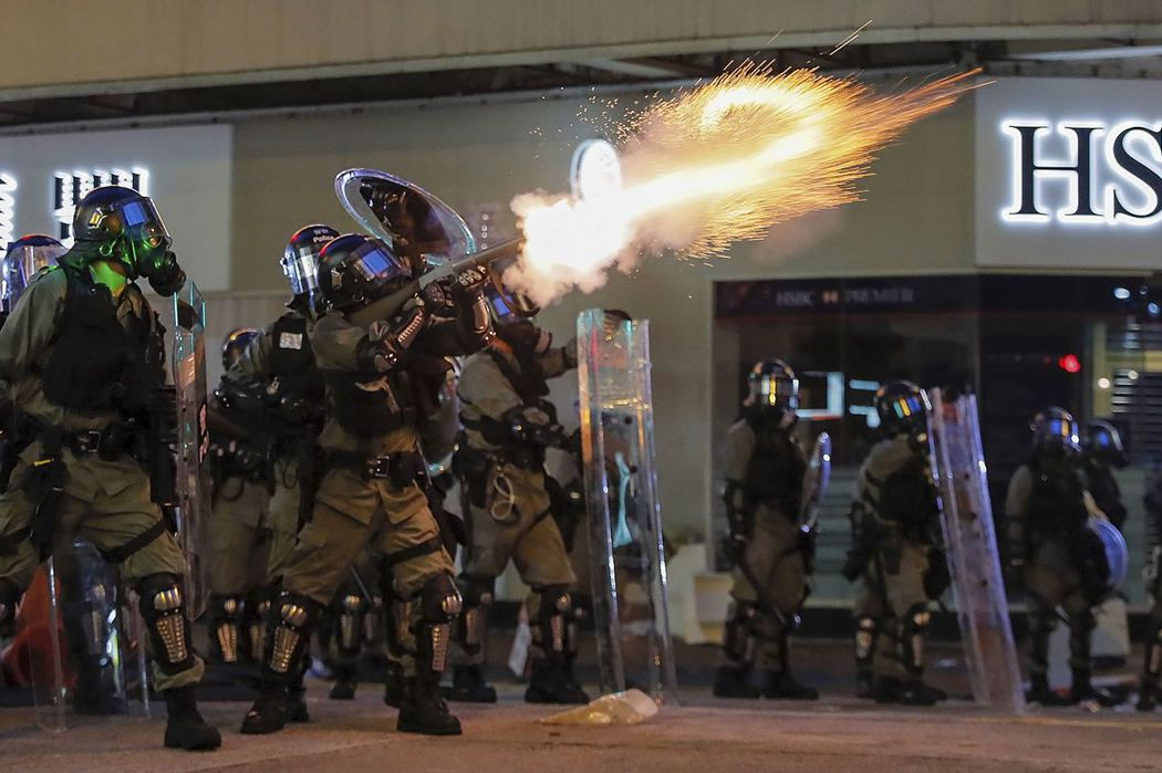 香港反送中/毒氣可以用防毒面具去擋,恐怖政治氛圍呢?