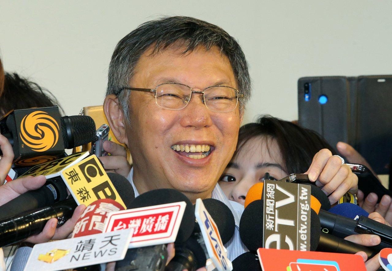 台北市長柯文哲出席老人福利政策行銷記者會,並接受媒體提問。 記者胡經周/攝影