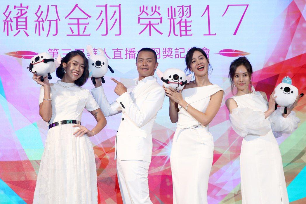 李霈瑜(左起)、黃鴻升(小鬼)、謝怡芬Janet與劉容嘉出席 17 Media《...