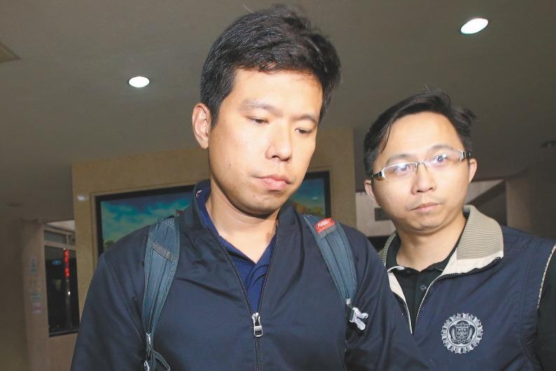 國安局特勤少校吳宗憲(左)涉嫌利用總統出訪預訂近萬條免稅菸闖關。圖/本報資料照片