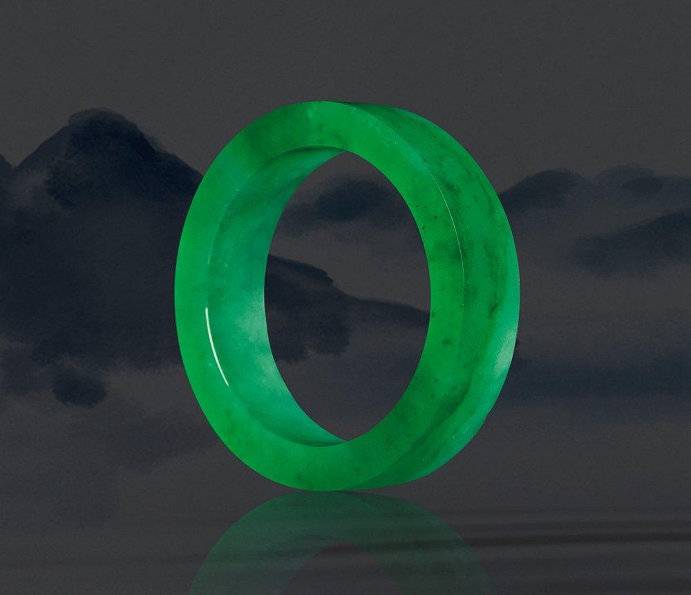 風華絕代-冰種滿綠手鐲 成交價1138.5萬。 西泠印社/提供