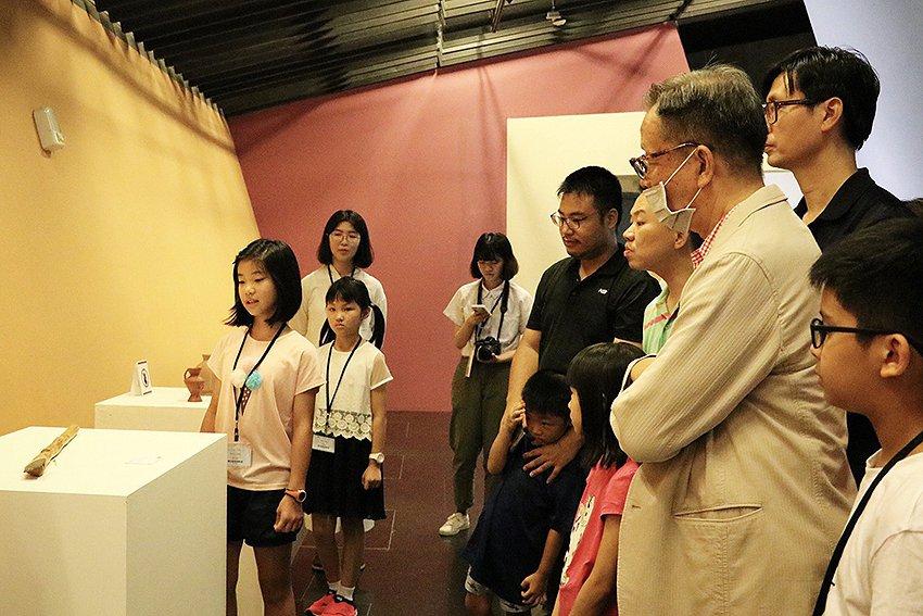 小小策展人親自導覽介紹展品及北臺灣文化。 十三行博物館/提供