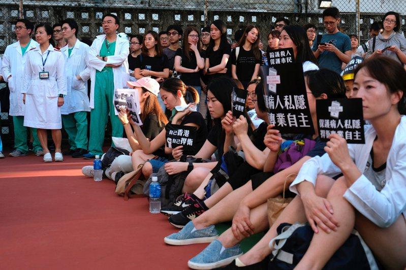 香港醫護批港警重演六四 12日起無限期罷工 路透社