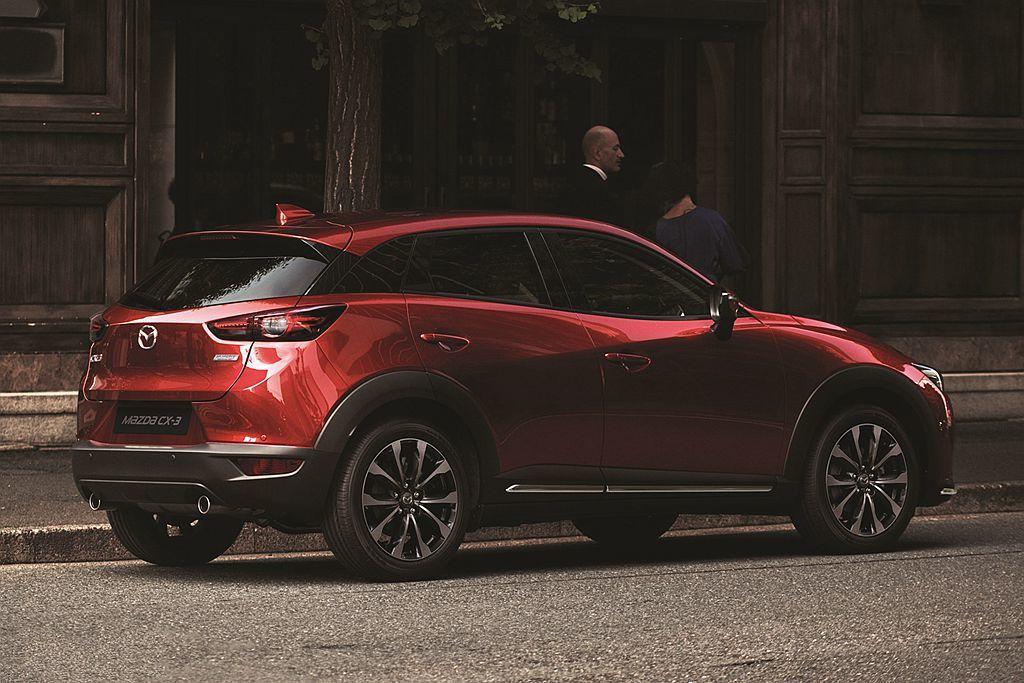 新年式Mazda CX-3頂級型則新增Mazda Connect人機智慧資訊整合...