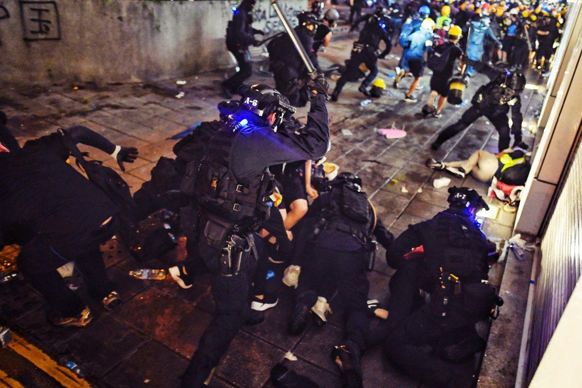 警方在尖沙咀的鎮壓。 圖/法新社