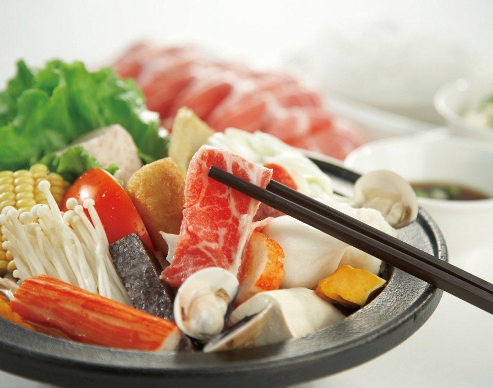 「石二鍋」的上選牛肉石頭鍋。圖片提供/王品集團