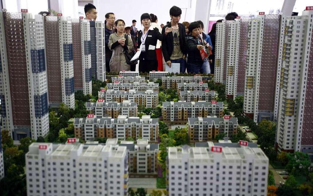 中國政府開始全面緊縮房地產行業融資管道。 圖/路透社