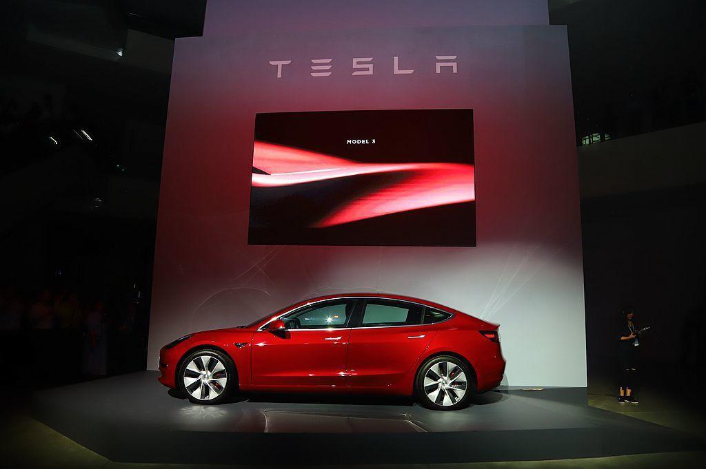 Tesla Model 3具備長4,676mm、寬1,885mm、高1,435m...