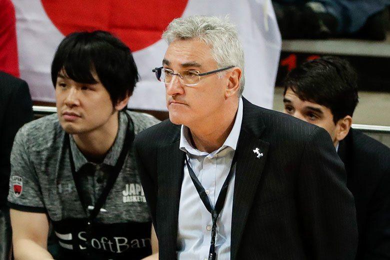 遠來的和尚會唸經!日本男籃找來前阿根廷國家隊總教練拉馬斯(右)執教,果然立刻收到...