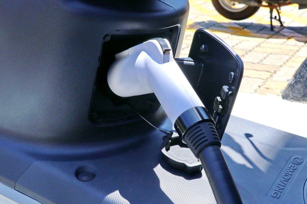 eMOVING的能源補充模式則是以在家慢充、出門補電為基礎。 記者陳威任/攝影