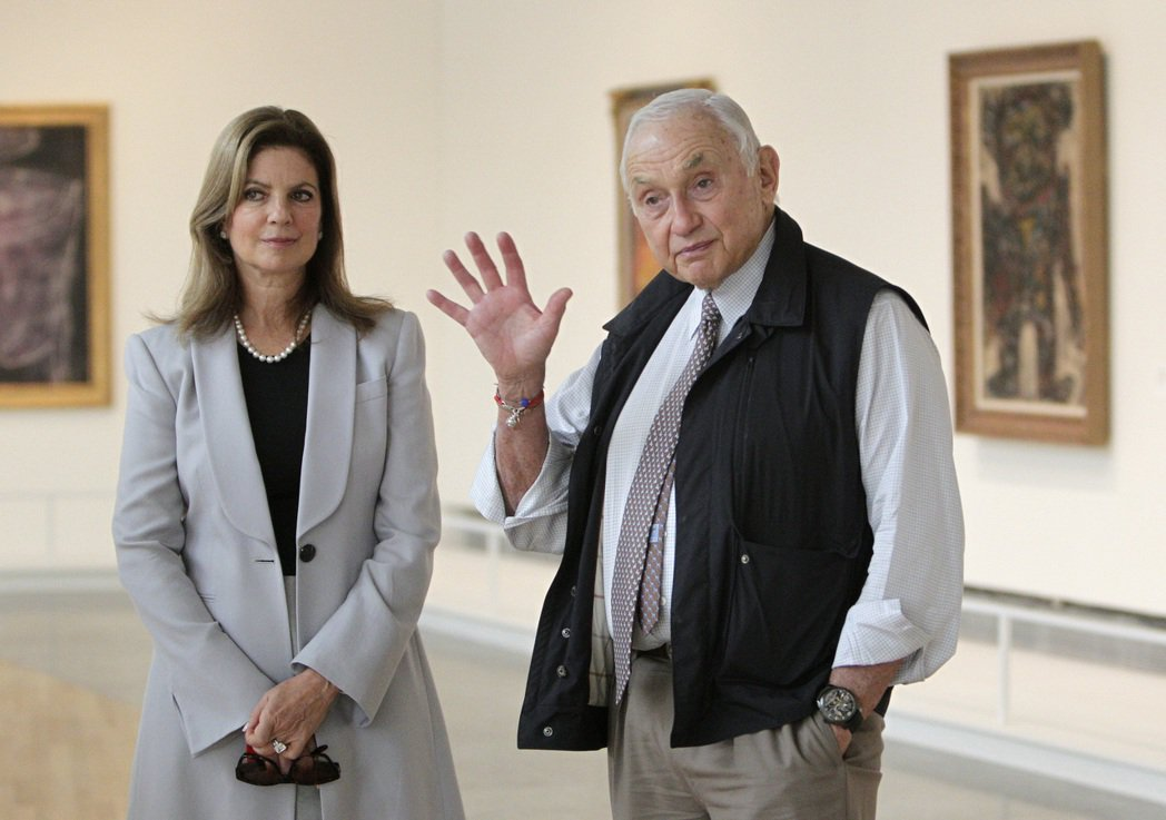 旗下擁有「維多利亞的秘密」等品牌的L Brands執行長韋斯納和他的妻子。 (美...
