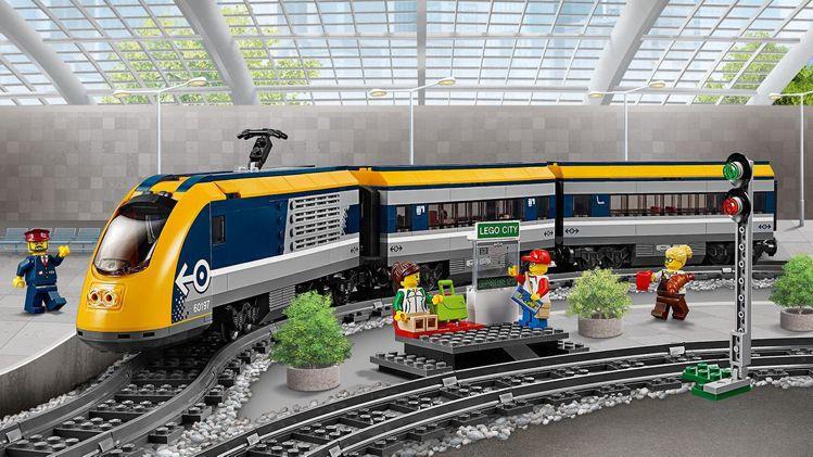 「樂高城市系列客運列車」賣場售價3,499元。圖/摘自樂高官網