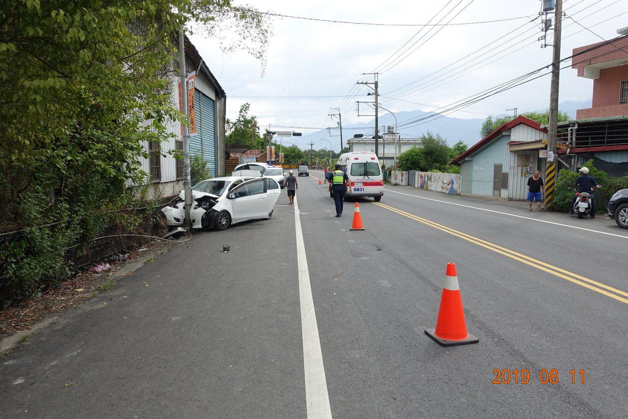 花蓮193縣道94.2公里處昨日發生一起死亡車禍,駕駛不明原因自撞路邊燈桿。圖/...