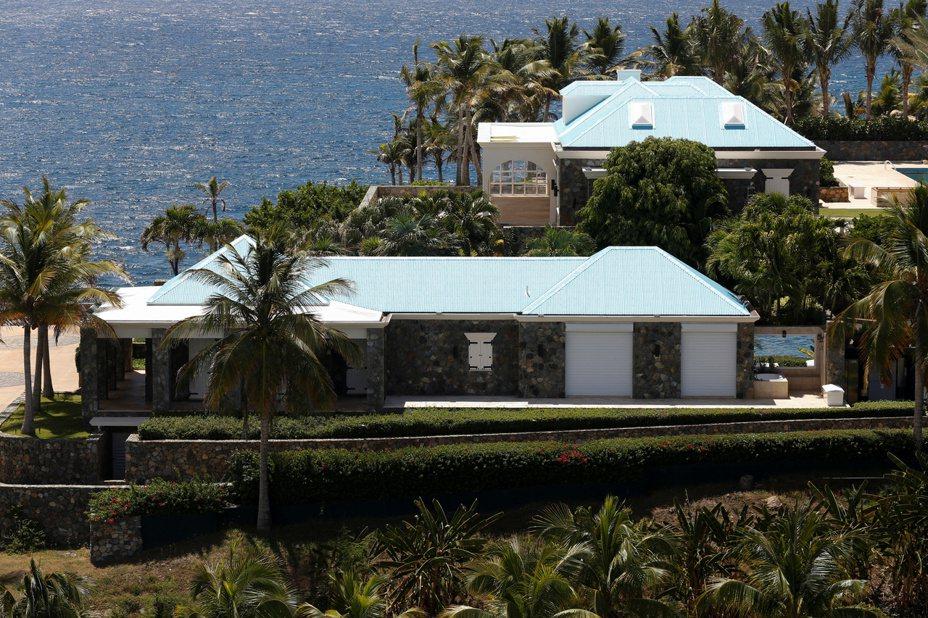艾普斯坦在美屬維爾京群島擁有私人島嶼小聖詹姆斯島。路透