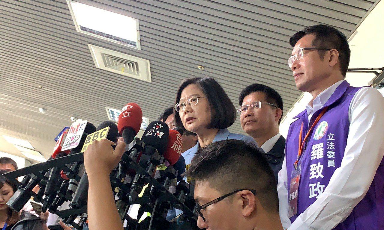 蔡英文針對陳宏昌一事,表示希望國民黨可以深思一下陳宏昌說的一番話。記者張曼蘋/攝...