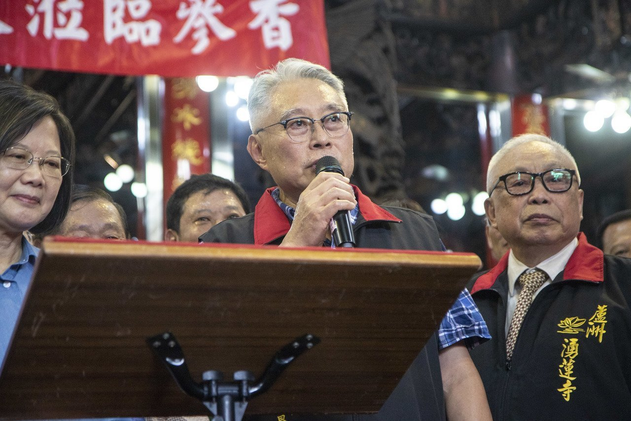 湧蓮寺主委、國民黨中評委陳宏昌(中)。圖/聯合報系資料照片