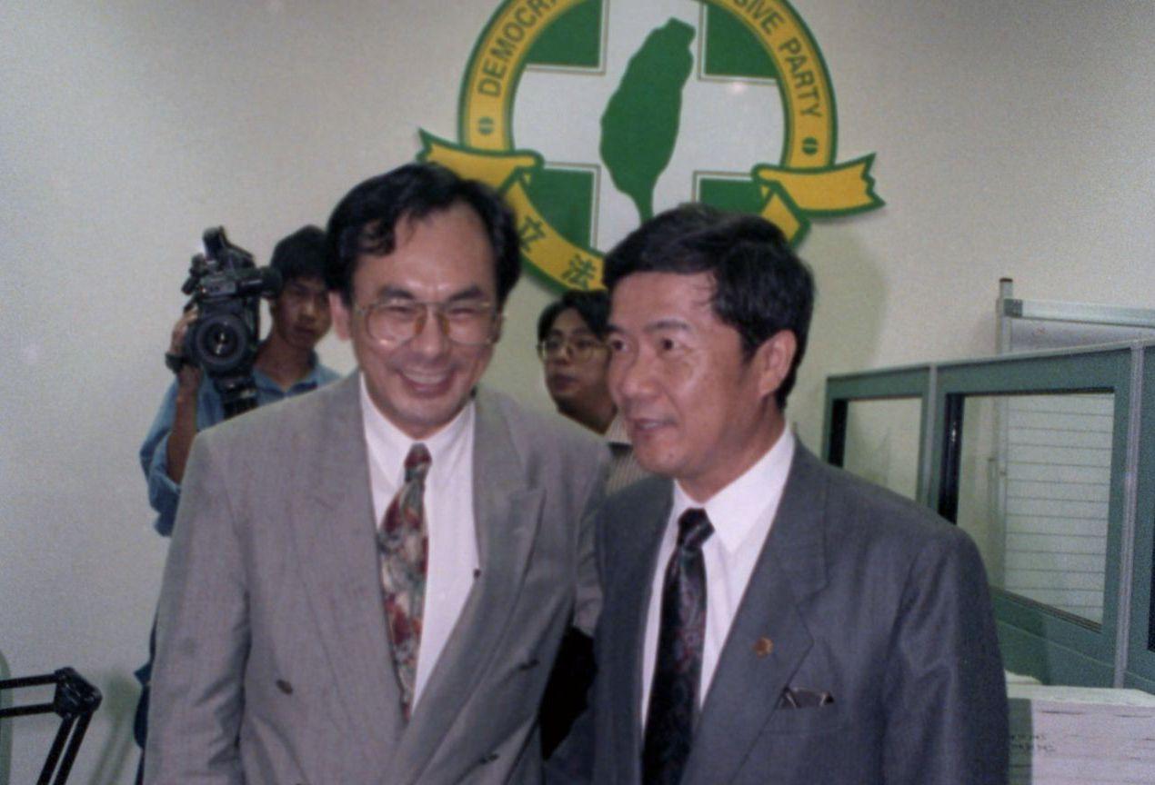 陳哲男(右)在1992年底當選立委,1993年加入民進黨。 圖/聯合報系資料照片