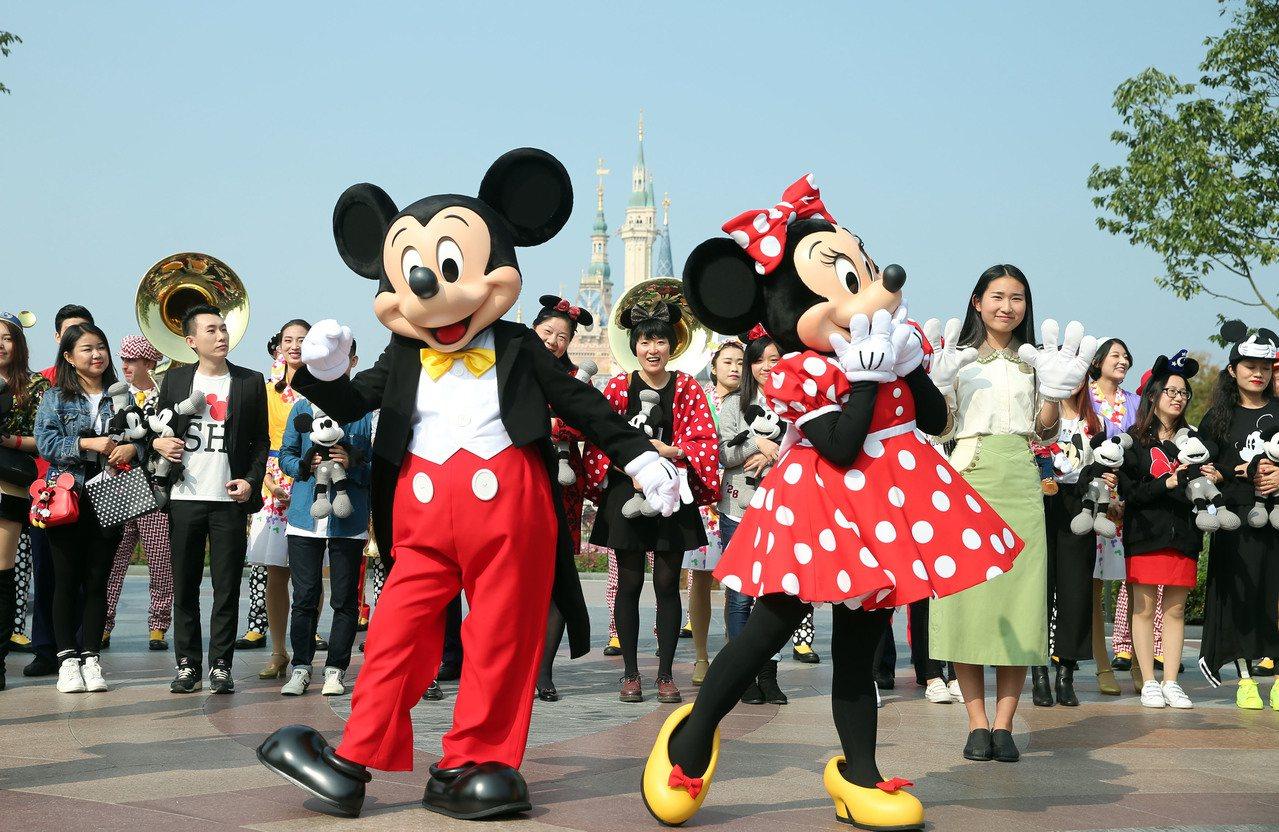 上海迪士尼樂園因限帶外食惹意。 (中新社)