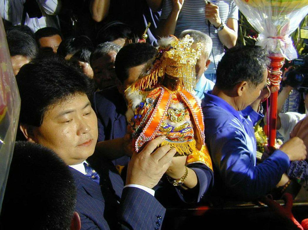 國民黨2000年4月7日一口氣撤銷53人黨籍,顏清標(左)是其中之一。 圖/聯合...