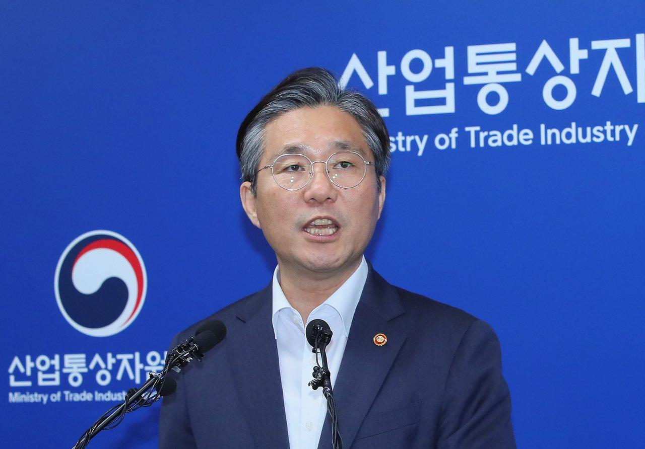 南韓產業通商資源部長官成允模12日表示,將日本移出貿易白名單。 (法新社)
